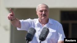 Александър Лукашенко на митинг пред привърженици в Минск на 16 август