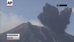 Вулкан засыпал пеплом японский город