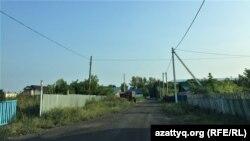 Одна из улиц в городе Акколь, засыпанная золошлаком. Акмолинская область, 13 августа 2021 года