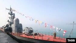 На следующий день после признания Россией независимости Абхазии и Южной Осетии в порт Сухуми пришли русские боевые корабли. 27 августа 2008 года.