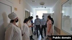 Ռուսաստանցի բժիշկների պատվիրակությունը Աբխազիայի հիվանդանոցներից մեկում, հուլիս, 2020թ․
