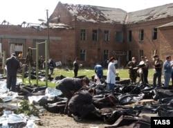 Тела убитых в Беслане. 4 сентября 2004 года