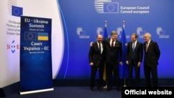 Председатель Европейского парламента Мартин Шульц, президент Украины Петр Порошенко, президент Европейского совета Дональд Туск и президент Европейской комиссии Жан-Клод Юнкер, Брюссель, 24 ноября 2016