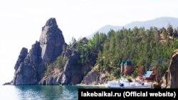 Бухта Песчаная на берегу озера Байкал