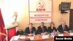 Дмитрий Кузякин крайний слева. Фотография 2012 года. Источник: kprf13.ru
