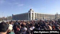 Текебаевдин жактоочуларынын митинги.