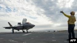 بر روی عرشه ناو جنگی «یواساس آمریکا»
