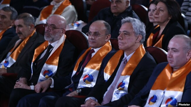 Armenia - Former Defense Minister Seyran Ohanian (C) and former Foreign Minister Vartan Oskanian (second from right) launch their election campaign in Yerevan, 5Mar2017.