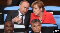 Меркел ва Олланд Европада тинчликни сақлаб қолишнинг сўнгги уриниши сифатида Путиннинг олдига бормоқда.