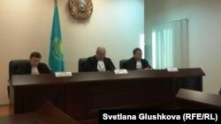 Жоғарғы сот Курамшиннің адвокаттарының шағымын қарап отыр. Астана, 25 қараша 2013 жыл.