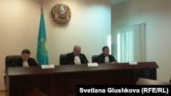 Заседание по рассмотрению жалоб адвокатов Курамшина в Верховном cуде. Астана, 25 ноября 2013 года.