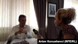 Aleksandër Lumezi gjatë intervistës për Radion Evropa e Lirë