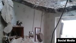 Одно из поврежденных в результате обстрела зданий в Мариуполе, Фото www.0629.com.ua
