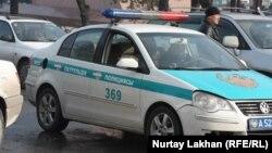 Полицейская машина. Алматы, 7 марта 2014 года.
