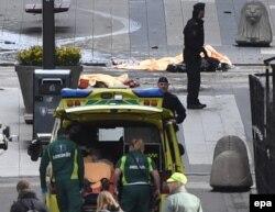 На месте теракта в Стокгольме. 7 апреля 2017 года
