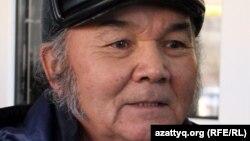 Алтынбек Утешев, лишенный водительских прав. Уральск, 17 ноября 2014 года.