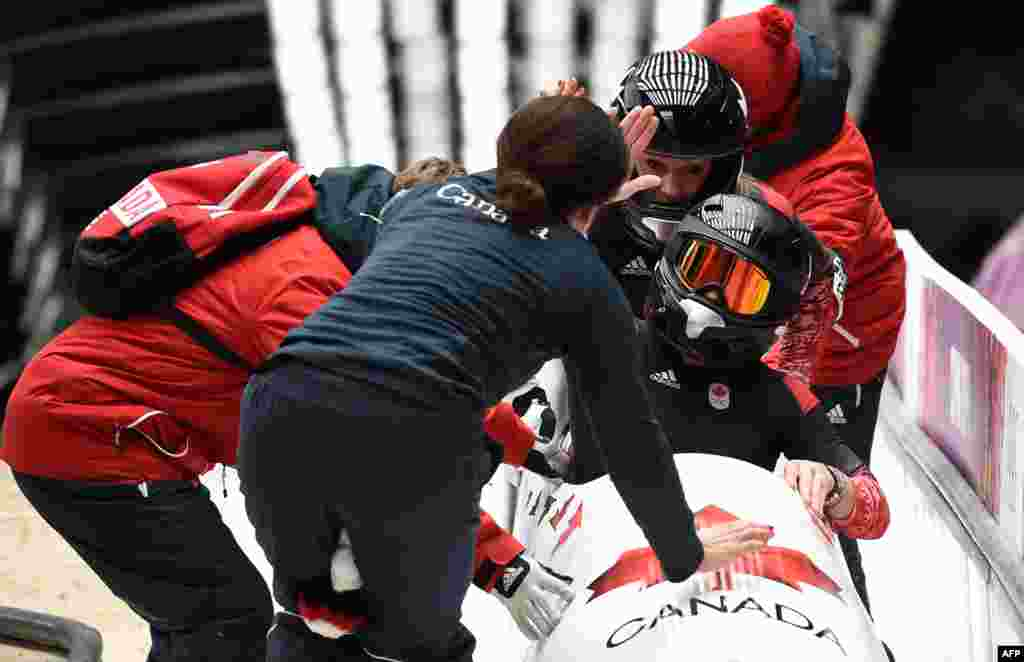 Canada's two-woman bobsleigh pilot Kaillie Humphries and brakewoman Heather Moyse (AFP/Leon Neal)
