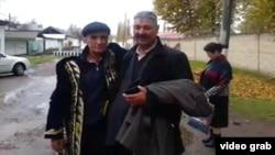 Мурад Жураев (солдо) азаттыкка чыккан алгачкы саатта. Ташкен облусу, 12-ноябрь, 2015.