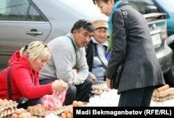 Алматы базары. 16 қазақ 2012 жыл. (Көрнекі сурет)