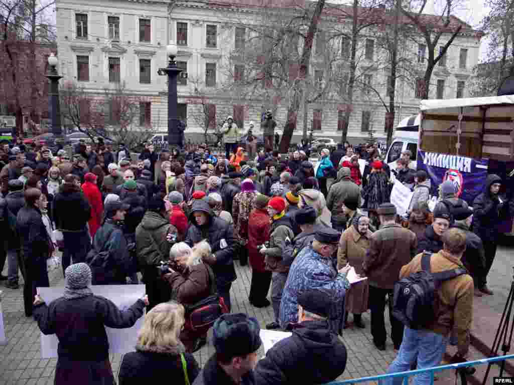 """В митинге, санкционированном властями, приняли участие активисты """"Солидарности"""", Объединенного гражданского фронта, движения """"За права человека"""" и других организаций"""