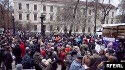 На митинг за реформу милиции во многомиллионной Москве пришло около ста человек