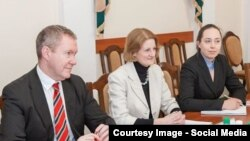 Ambasadoarea Lucy Joyce la o întîlnire cu Vadim Krasnoselski
