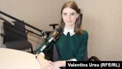 Simona Mîrza în studioul Europei Libere la Chișinău