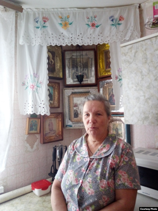 Девчонка села на член через стенку фото 570-195