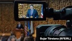 I dërguari i Departamentit Amerikan të Shtetit për Ballkanin Perëndimor, Matthew Palmer. Foto gjatë vizitës në Prishtinë.