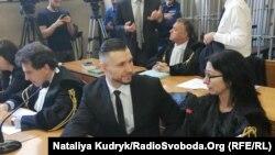 Віталій Марків спілкується з адвокатом Донателлою Рапеллі, суд, Павія, 24 травня 2019 року
