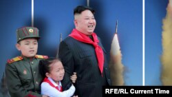 Şimali Koreya lideri uşaqlar və raketlərlə
