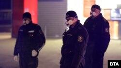 Poliția patrulând prin cartierul Facultatea din Sofia