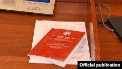 Қонститутсияи нави Қирғизистон.