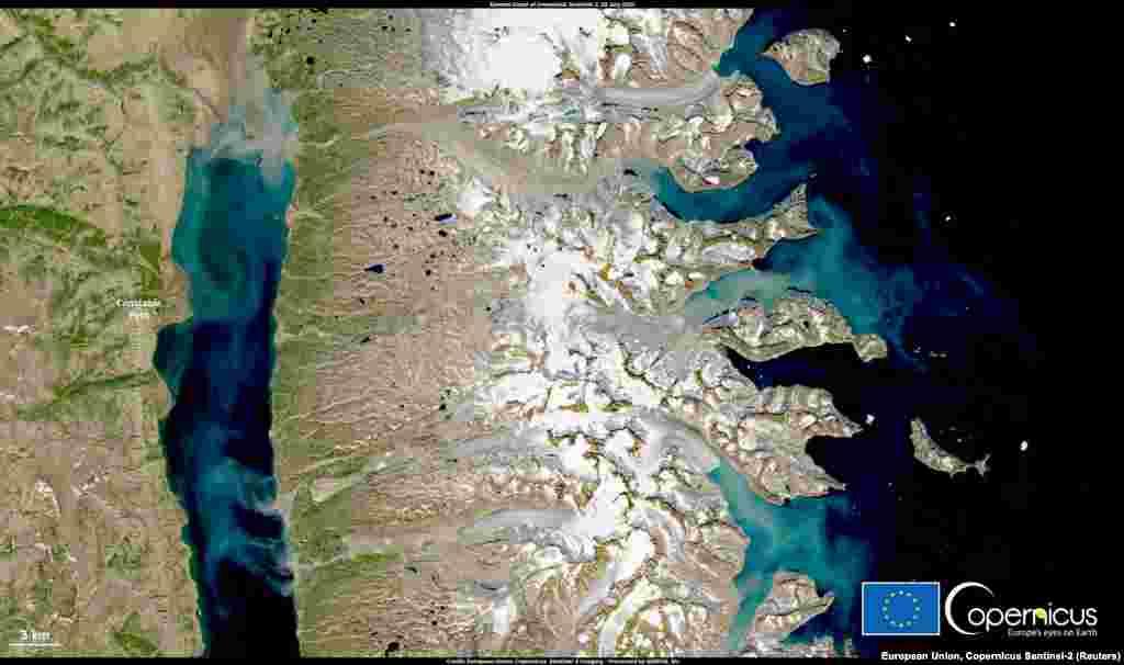 Ghețarii se topesc în zonaConstable Pynt din Groenlanda, ca urmare a temperaturilor neobișnuit de ridicate.28 iulie 2021.