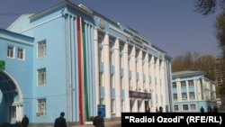 Здание Таджикского государственного педагогического университета в г. Душанбе