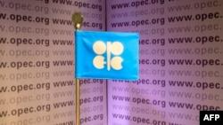 За минувшие 40 лет доля стран ОПЕК в общемировой добыче нефти сократилась в полтора раза.