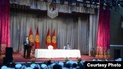 Президент Сооронбай Жээнбековдун Таласта эл менен жолугушкан учуру. 12-июль, 2018-жыл.