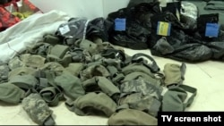 Oprema koju je policija konfiskovala, a za koju se tvrdi da je pripadala osumnjičenima za akciju nakon izbora