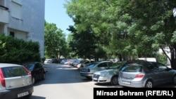 Gužva za parkiranje ispred stambenih zgrada u Mostaru
