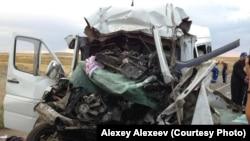 Разбитые автомобили на месте аварии. Иллюстративное фото.