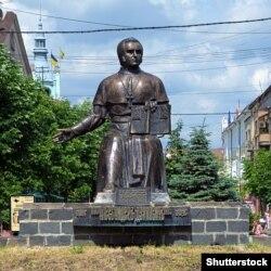 Пам'ятник просвітителю Олександру Духновичу (1803–1865) в Мукачевому