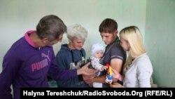 Родина Хомичів потребує кращих умов для тимчасового проживання