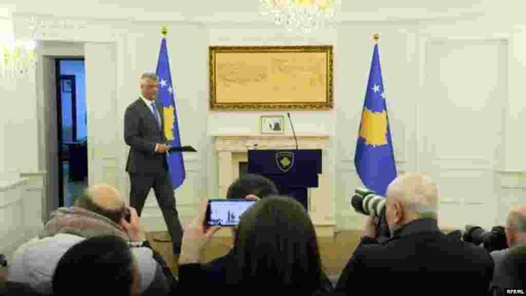 КОСОВО - Претседателот на Косово, Хашим Тачи е примен денеска на преглед во Клиничкиот и унивезитетски центар на Косово (ЌКУК), поради здравствени проблеми кои не се поврзани со заразата од новиот коронавирус, јави МИА од Приштина.