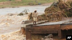 Отнесени пътища, съборени домове и над 1000 жертви - резултатът от циклона Идай в Мозамбик и Зимбабве.
