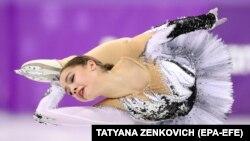 Олимпийская чемпионка фигуристка Алина Загитова, выступающая в команде олимпийских атлетов из России. 21 февраля 2018 года.