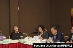 Руководитель организации «Кадыр-Касиет» Анар Ибраева (крайняя слева). Астана, 24 ноября 2016 года.