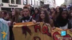Ֆրանսիացի դպրոցականները բողոքում են հայի և գնչուհու արտաքսման դեմ