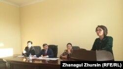 Руководитель управления образования Актюбинской области Ляззат Оразбаева (справа).