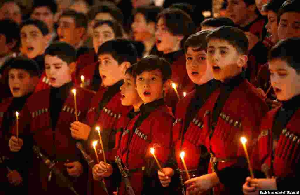 Падчас каляднай службы ў Сьвята-Траецкім саборы ў Тбілісі 6 студзеня.