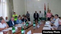 Лидеры девяти общественных организаций и партий выразили готовность объединить усилия для защиты национальных интересов Абхазии, содействовать преодолению политического кризиса и осуществлению реформ